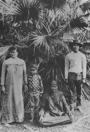 Ko'olau with his wife, son, and mother-in-law. Photo taken before his exile in the Kalalau Valley.