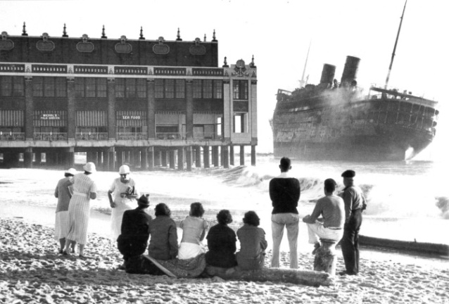 people looking morro castle